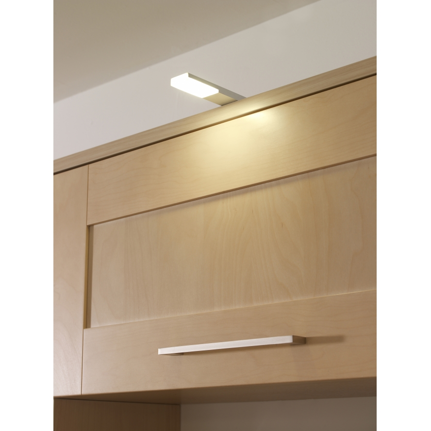 Kitchen Cabinet Light: 9 Chips & 2.5 Watts