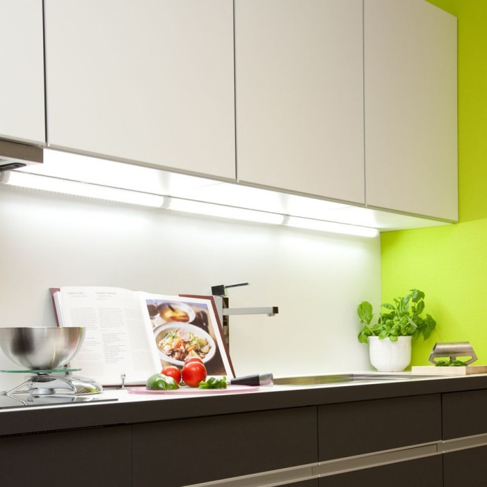Kitchen Under Cabinet Strip Lighting: LED Under Cabinet Strip Light
