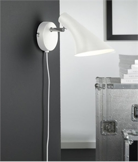 Sleek Wall Light with Chrome Detailing