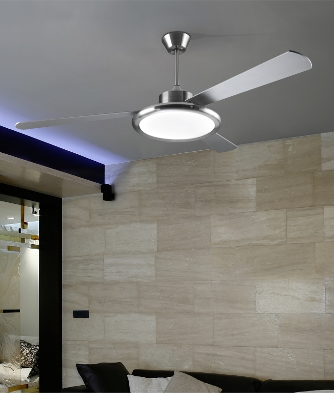 Chrome Or White Finish Ceiling Fan With Downwards Light