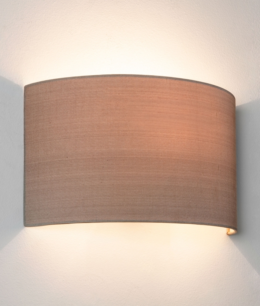 Curved Fabric Wall Light Providing Upp And Down Light