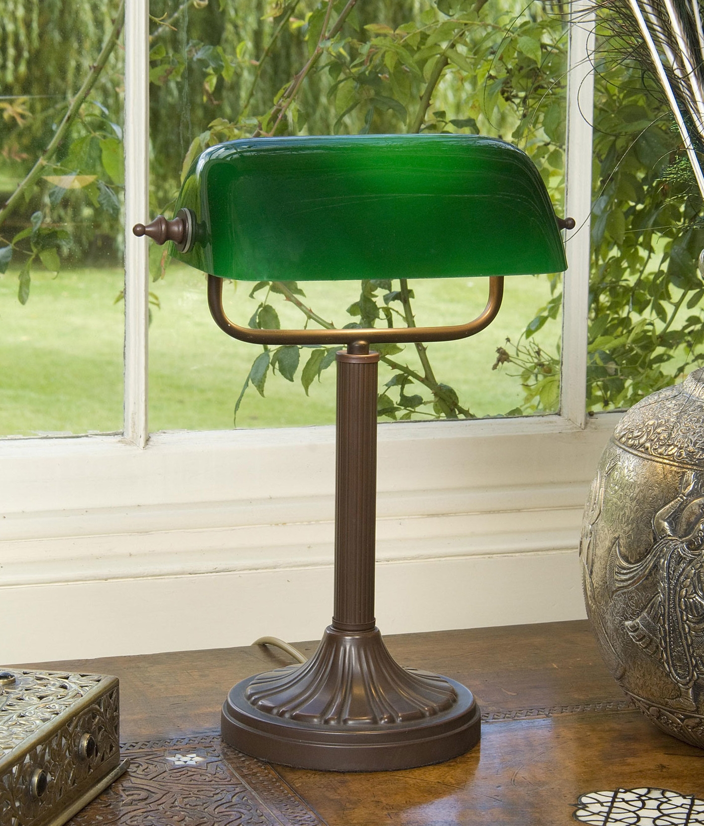Bankers lamp with green glass shade for 100 watt table lamps uk