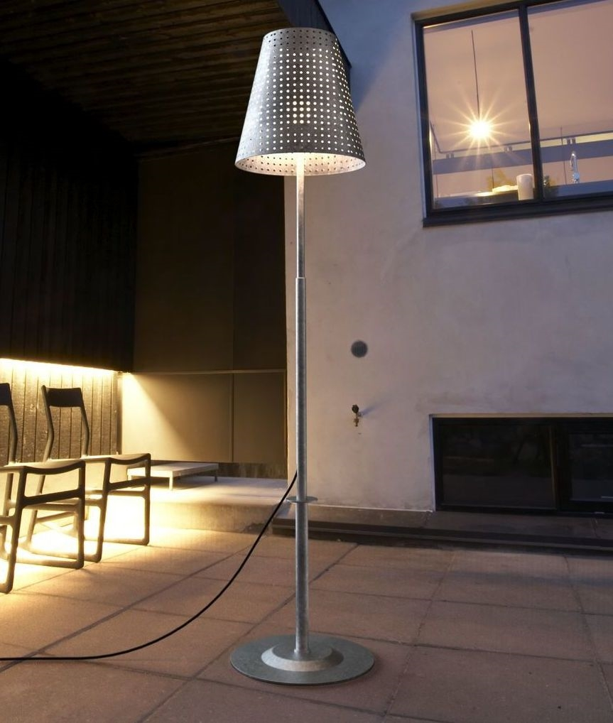Fabulously Adaptable Outdoor Standard Lamp With Earth Spike