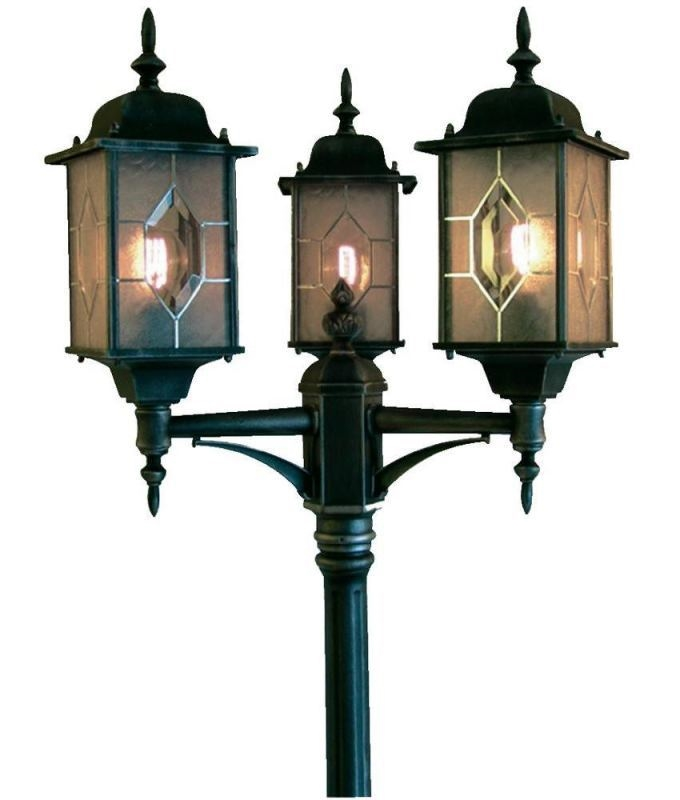 Exterior Triple Lamp Post In Traditional Style
