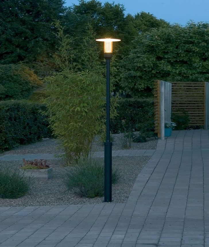 Outdoor Electric Lamp Post: Stylish Modern Lamp-Post