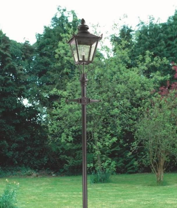 Simplistic Victorian Entrance Pillar Light: Exterior Victorian Style Large Lamp Post