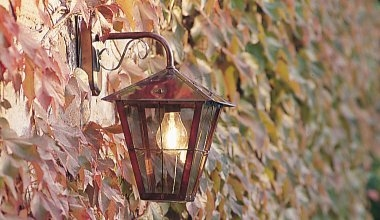 Traditional Bracket Mounted Lanterns